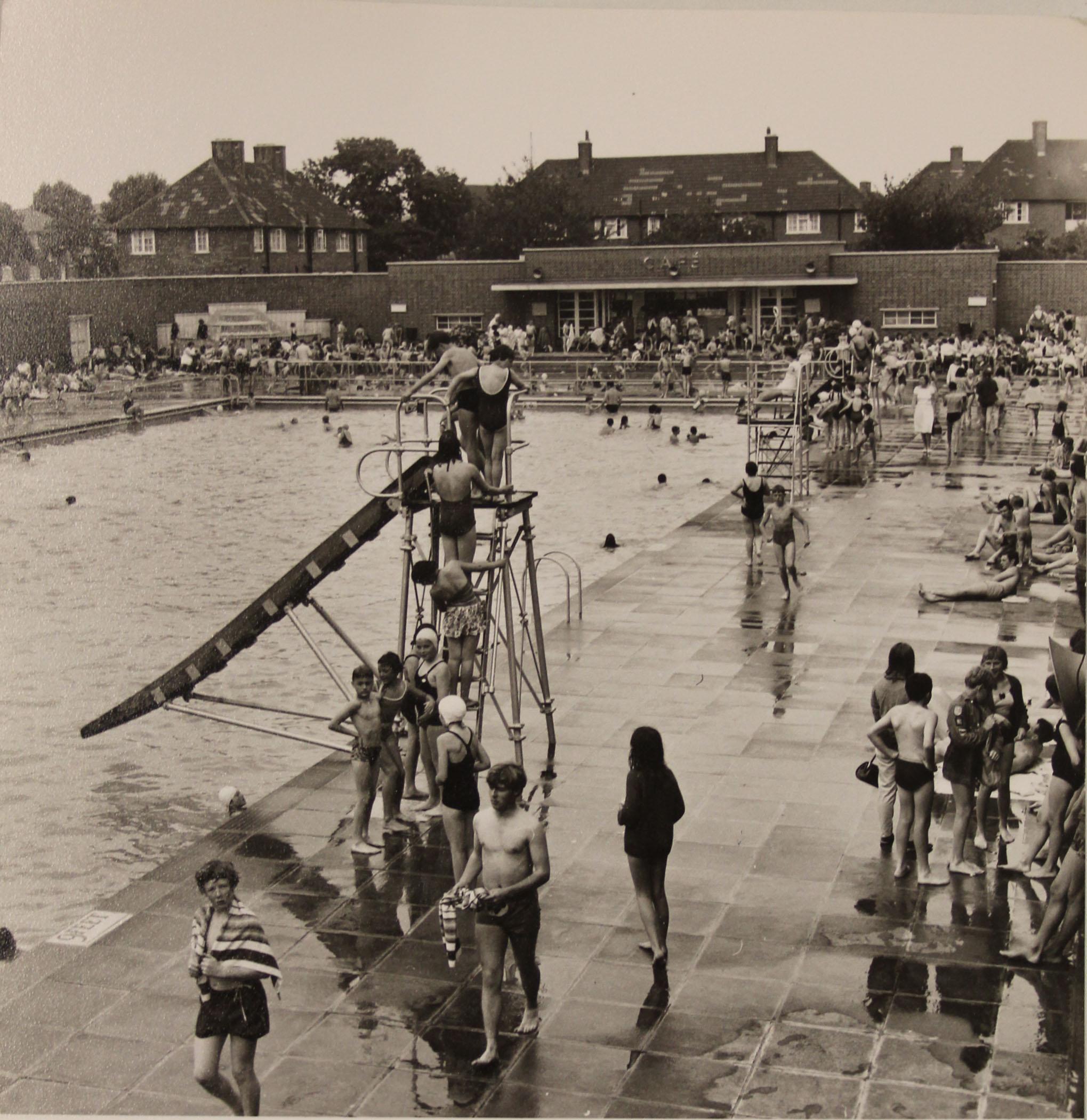 Hornfair park charlton parks reminiscence project for Kingsbury swimming pool timetable